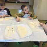 Tłusty Czwartek w naszym Przedszkolu – smażymy faworki